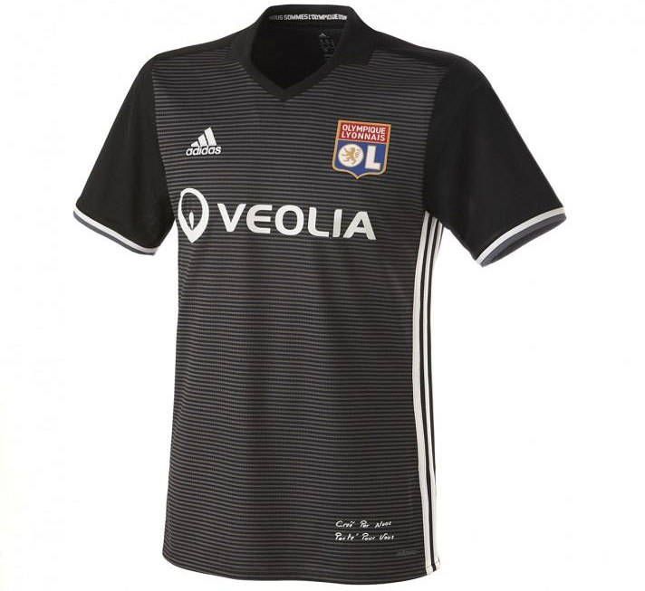 A camisa já está à venda no site oficial do Lyon. 98eea23b0a6ef