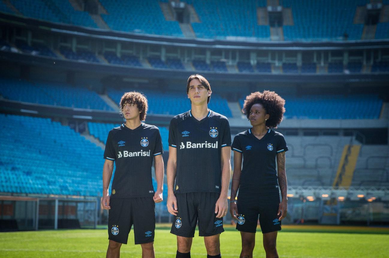 O Grêmio apresentou no sábado sua nova camisa 3. 58766cabf8190