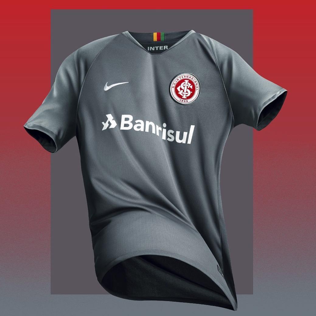 6bac1bb9aa A nova camisa 3 do Internacional já está à venda em nike.com e nas lojas  oficiais do Inter (Inter Shop e loja do Beira-Rio). No restante do mercado