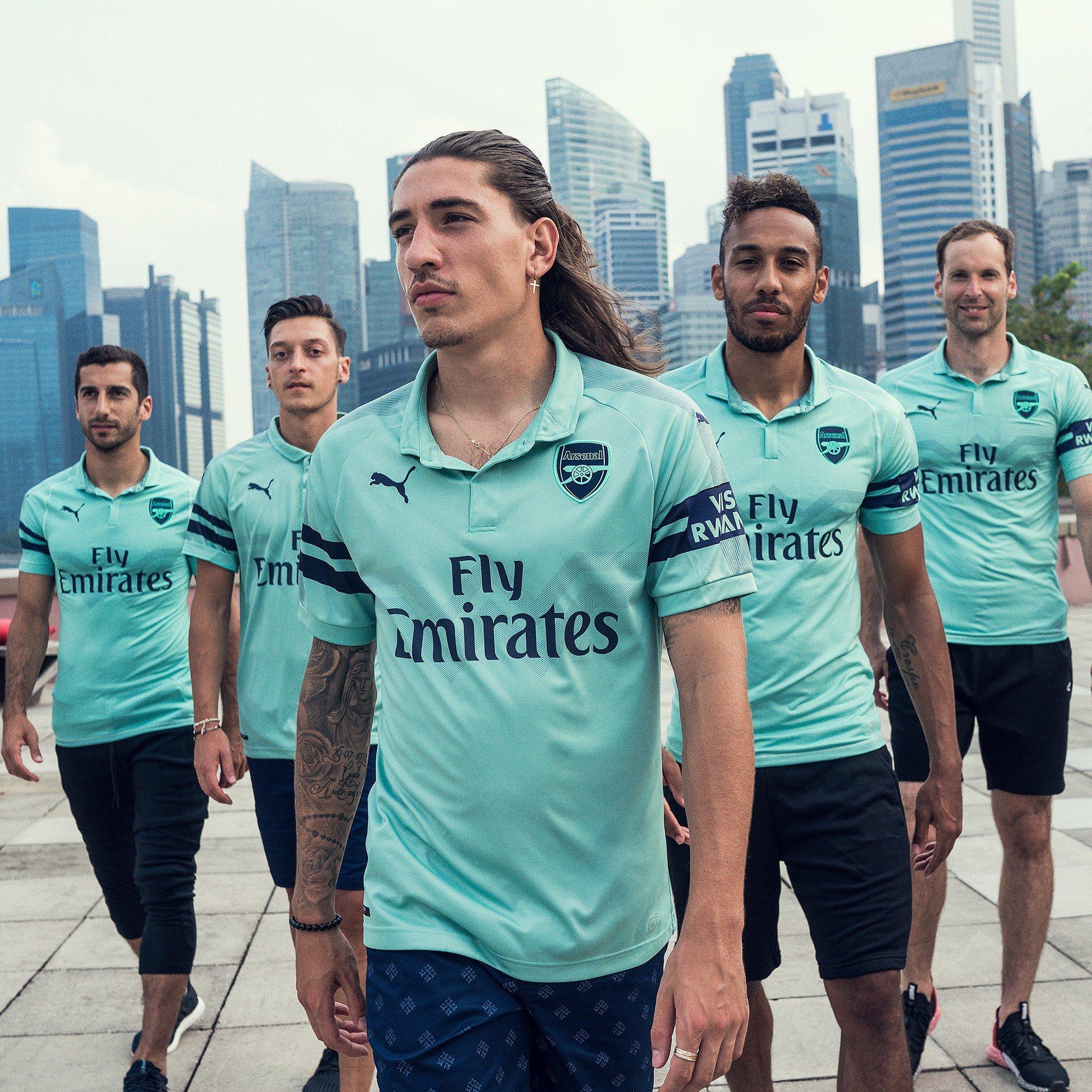 O Arsenal lançou nesta sexta-feira sua nova camisa 3. 35c885a2b32c4