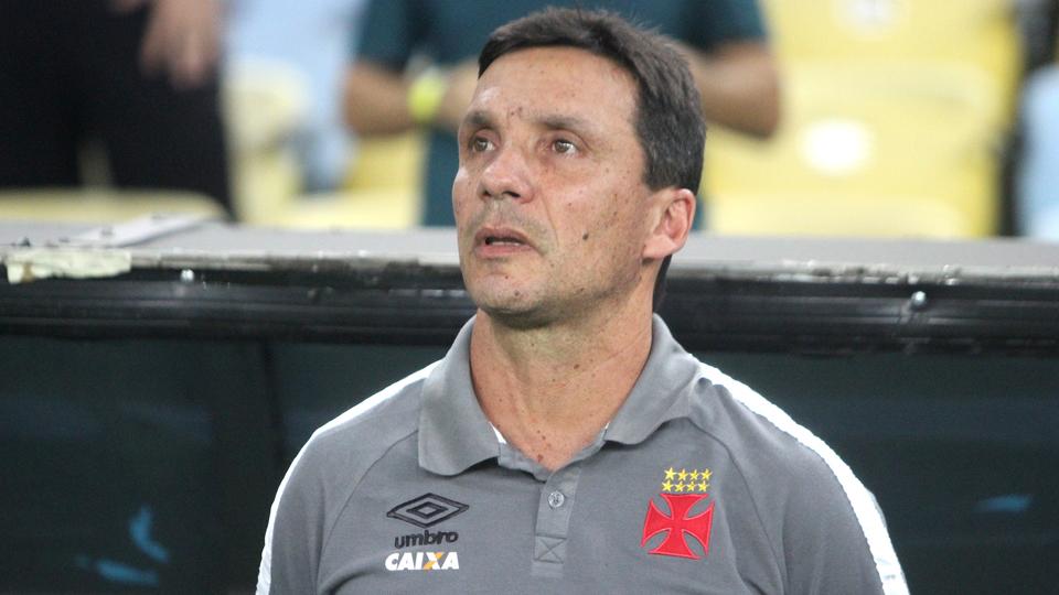 Zé Ricardo pede confiança à torcida após tropeço