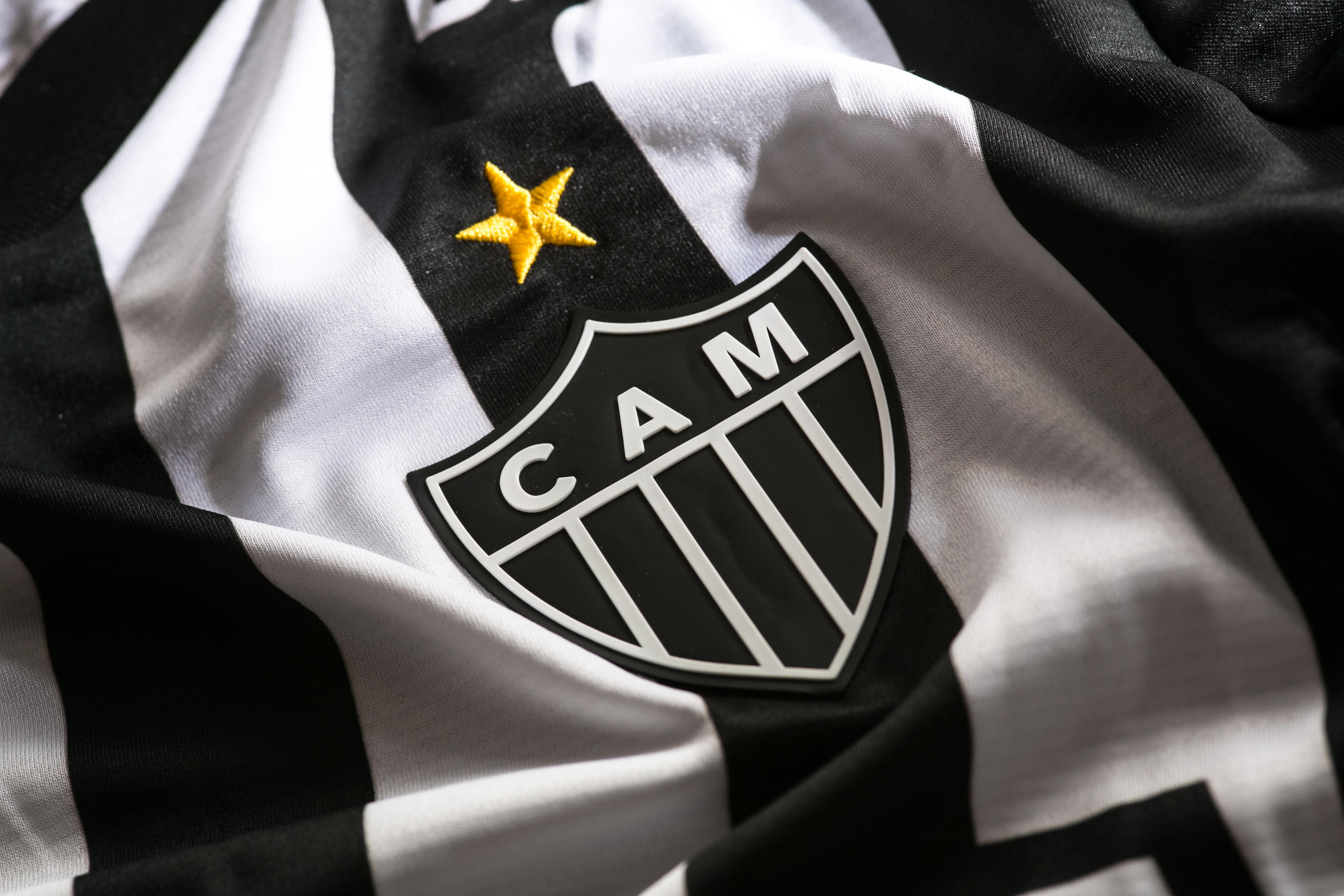 30cc3030b Atlético-MG apresenta novas camisas 1 e 2 para 2018