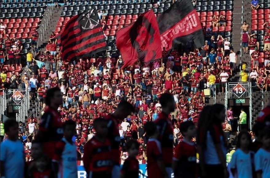 Cadeiras vazias no jogo Flamengo x Sport, na Ilha do Urubu: rotina com ingressos caros