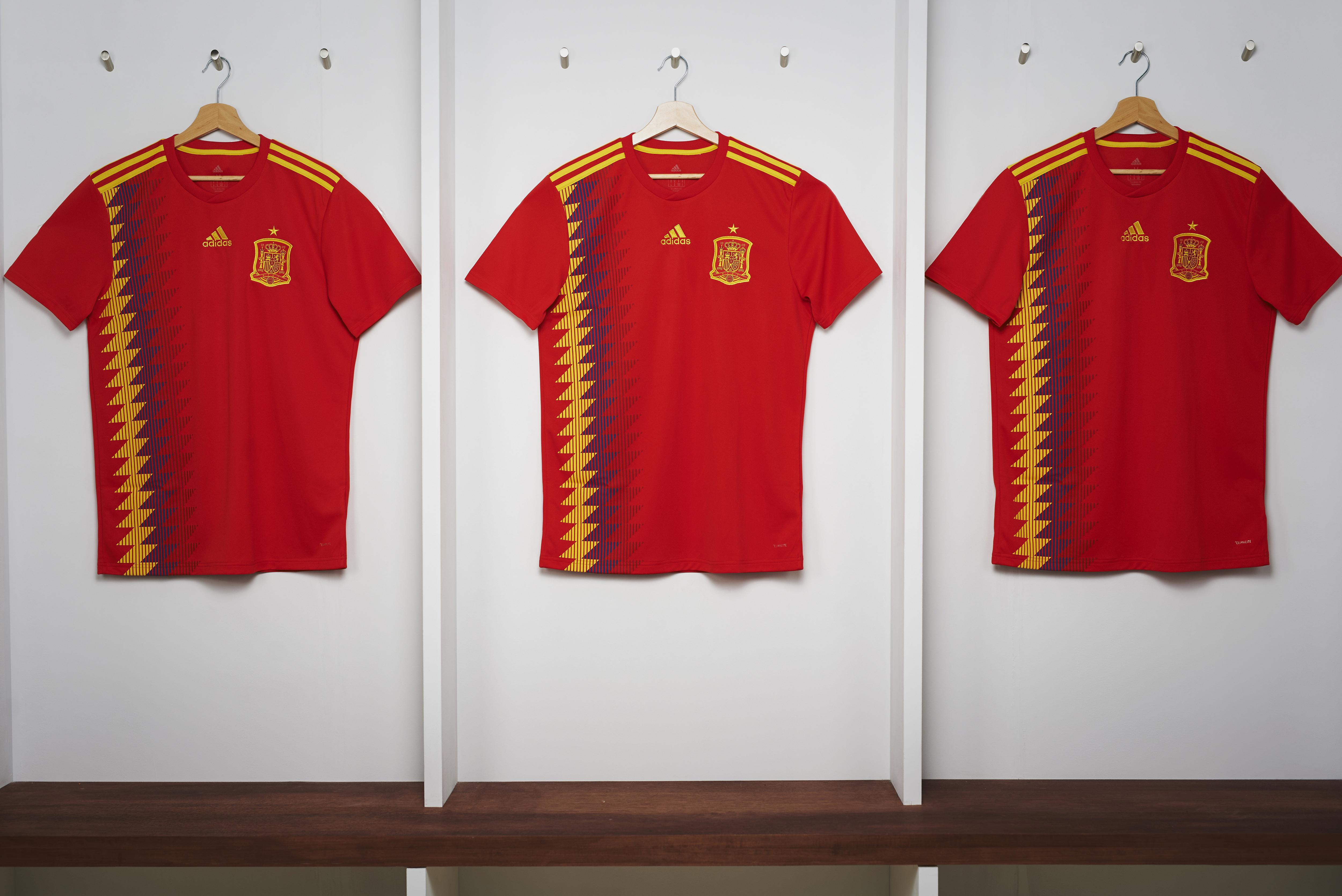 b2876ea751ff0 Messi mostra sua incrível coleção de camisas no Instagram