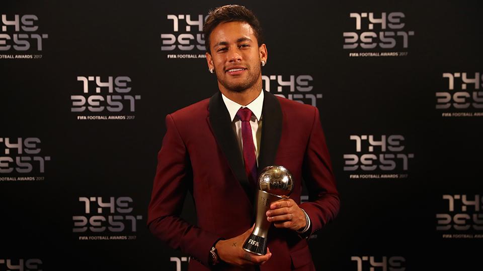 Neymar segue melhor do mundo só na 'periferia'