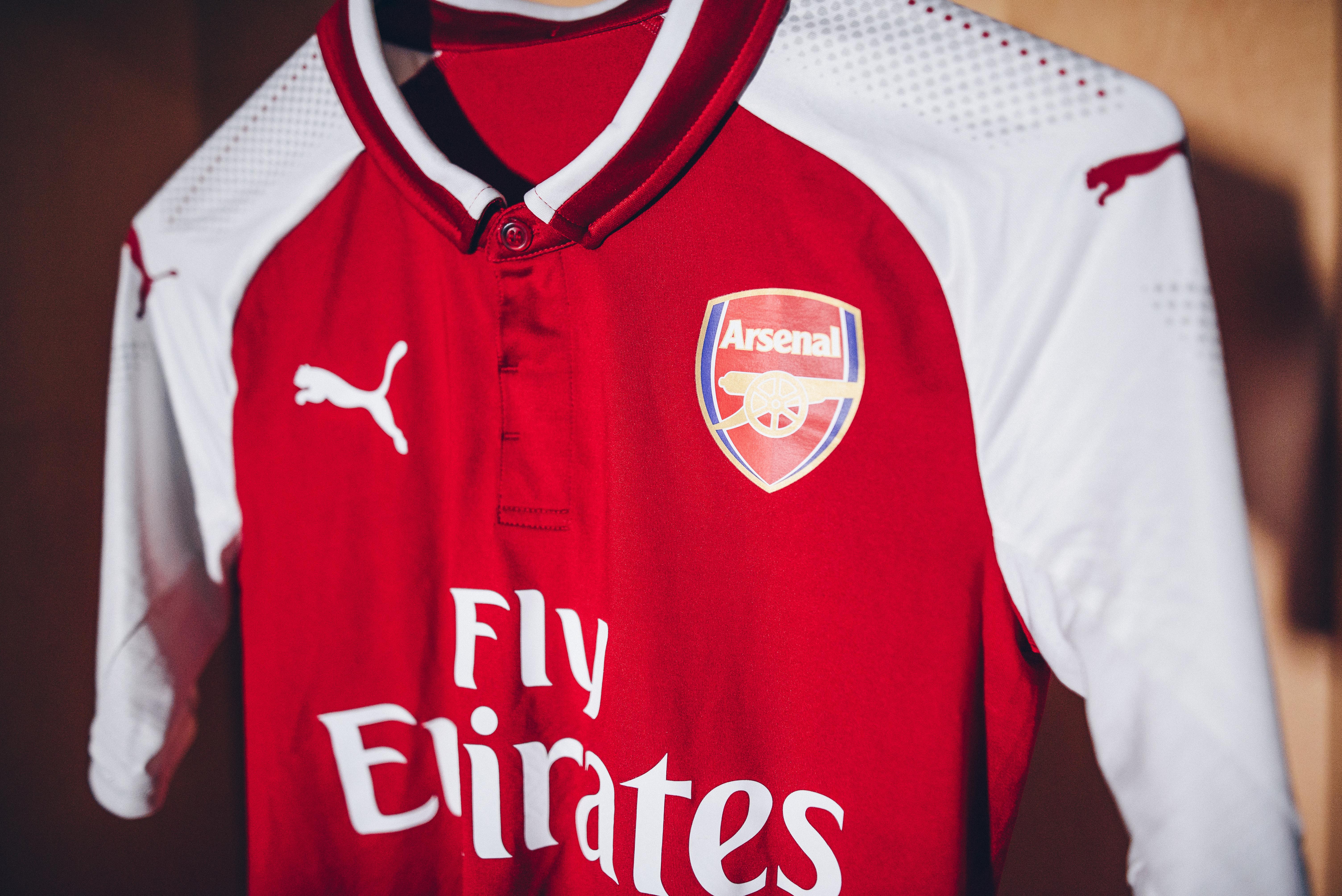 0c580c3a39 Cadê Alexis e Ozil  Arsenal e Puma lançam novo uniforme com fotos ...