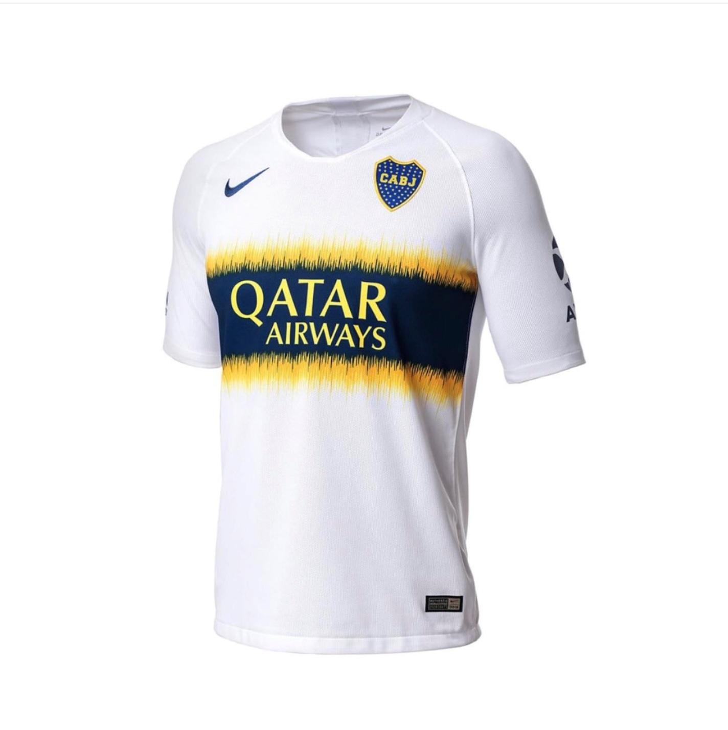a243c05e67 O uniforme 1 segue a linha mais tradicional, enquanto o 2, branco, tem um  design mais inovador.