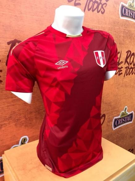 6223de8255 O uniforme formará conjunto com a camisa 1 (branca com faixa diagonal  vermelha) e 2 (vermelha com faixa diagonal branca) na Rússia.