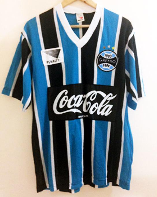 740d7efe38f53 Revista inglesa lista 50 maiores camisas de futebol de todos os ...