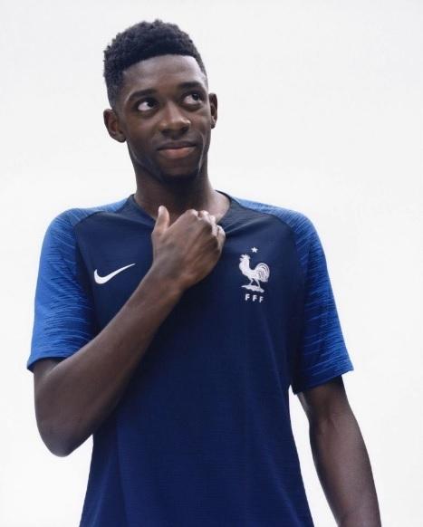 b4ca54439a França apresenta novas camisas 1 e 2 para a Copa do Mundo