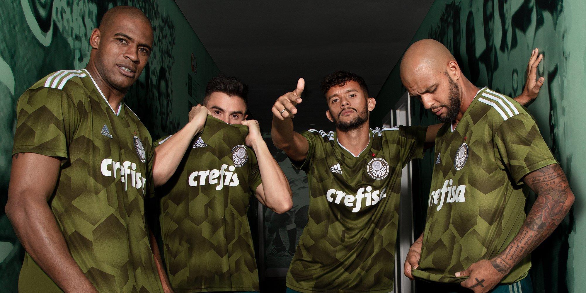 O Palmeiras apresentou nesta quarta-feira sua nova camisa 3. 0bd05eba64787