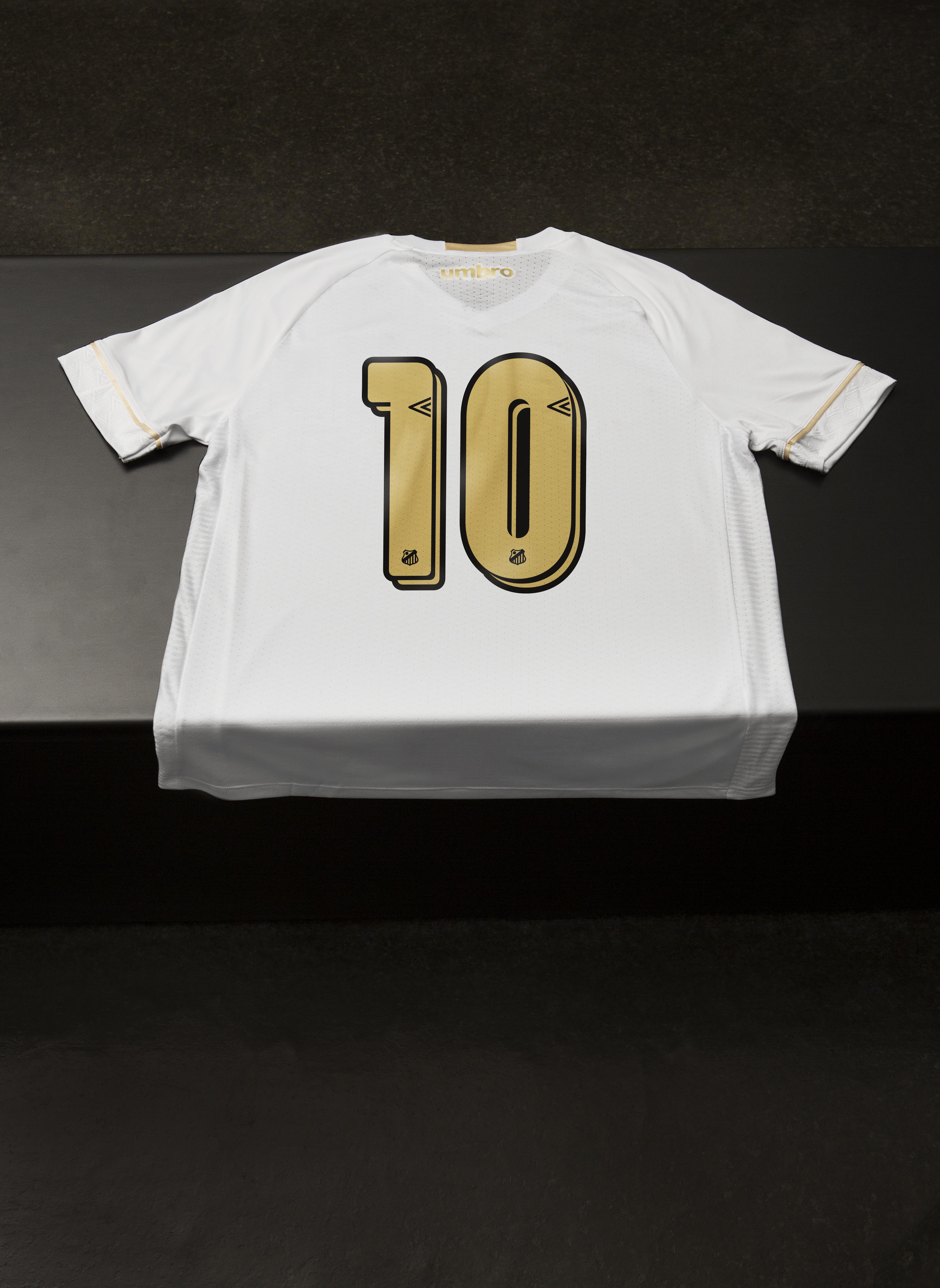 Já para camisa oficial 2 a escolha foi pelo listrado vertical preto e  branco ce19ee747a9d1