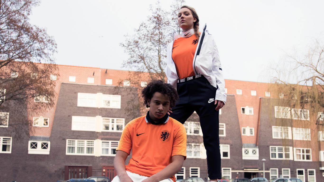 A Holanda apresentou nesta terça-feira suas novas camisas 1 e 2. 9cd44d4fc3a0a