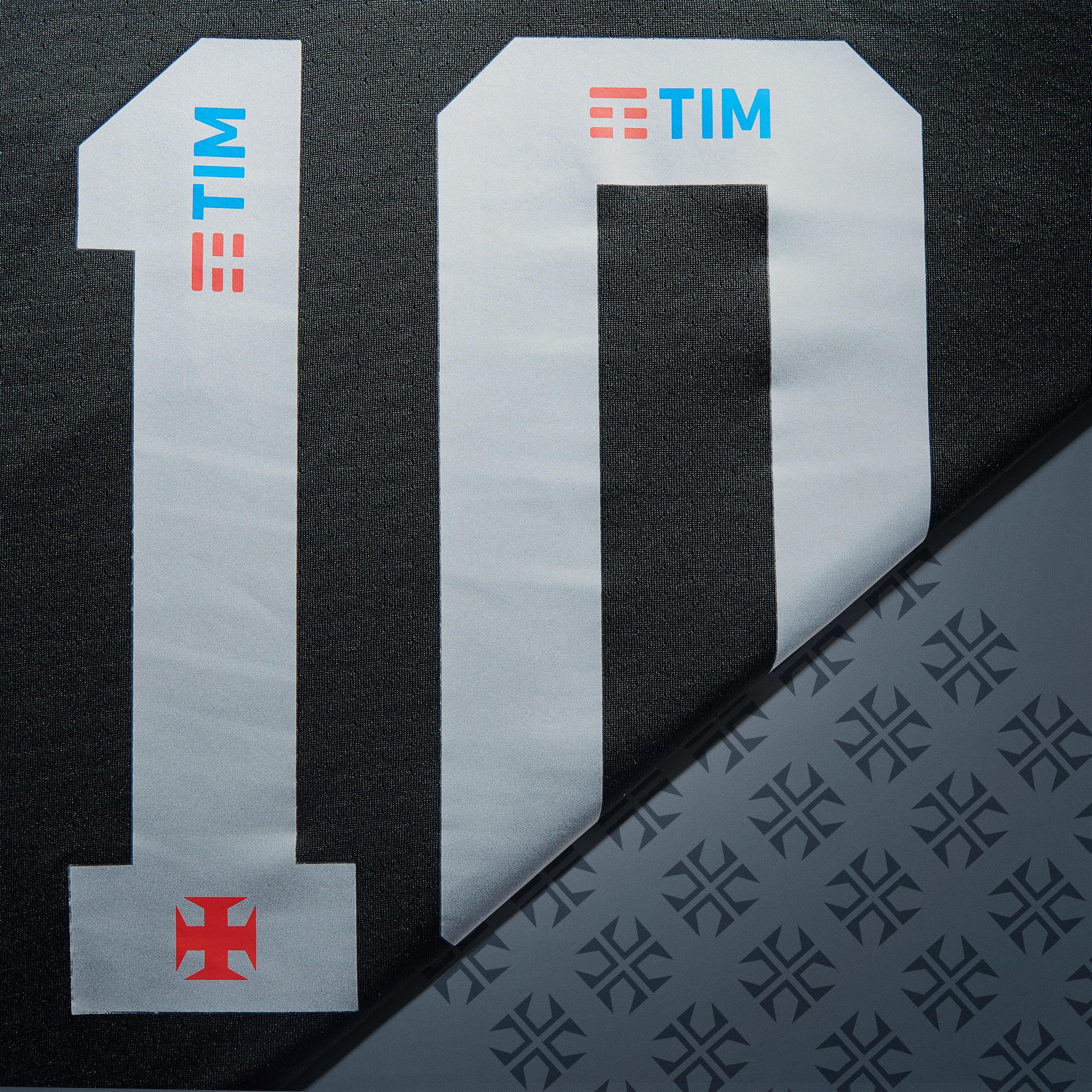 87bbed90e184d Outra novidade está na fonte das letras e números remodelados em modelo  retrô
