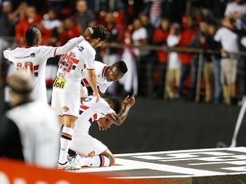 São Paulo abriu vantagem logo no primeiro tempo contra o Toluca