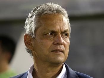 Reinaldo Rueda durante jogo do Atlético-Nacional