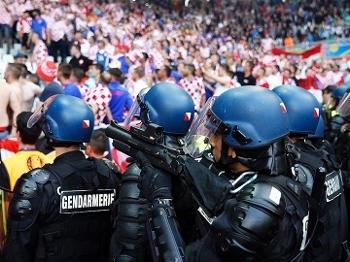 Torcida Croacia Sinalizadores Rojoes Euro-2016 Republica Tcheca 17/06/2016