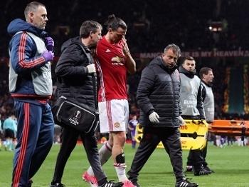 Ibrahimovic machucou o joelho no fim do segundo tempo