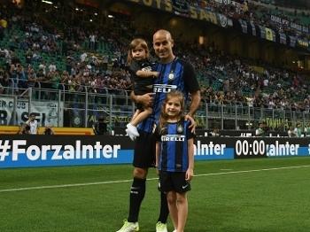 Antes da partida, Palacio se despediu do estádio com os filhos