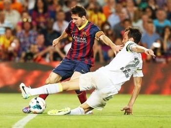 Edu Dracena Santos Messi Barcelona Trofeu Gamper 02/08/2013