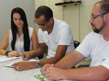 Esposa de Rivaldo (esq) ocupará a vice-presidência do Mogi Mirim