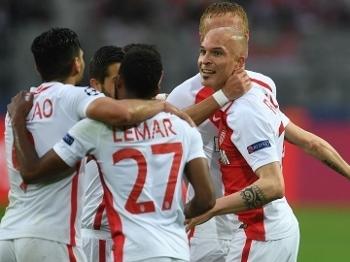 Jogadores do Monaco comemoram durante jogo contra o Dortmund