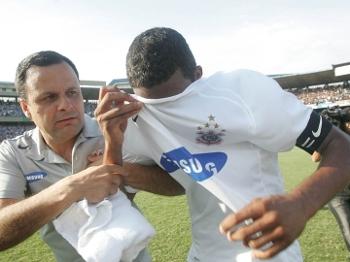 Com 36,8% dos jogos perdidos em 2007, o Corinthians foi rebaixado; Betão foi o símbolo da queda
