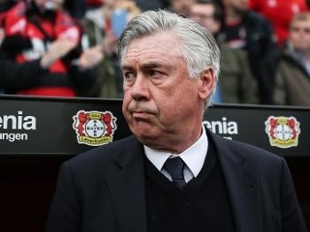 O técnico do Bayern de Munique, Carlo Ancelotti, viu sua equipe empatar em 0 a 0 com o Bayer Leverkusen