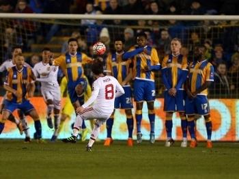 Mata fez um belo gol em cobrança de falta