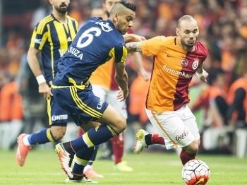 Souza Fenerbahce Sneijder Galatasaray Campeonato Turco 13/04/2016
