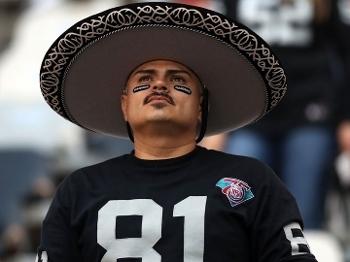 Torcedor levou o tradicional sombrero ao Azteca