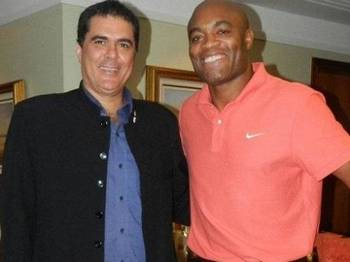Anderson Silva e o presidente da CBTKD, Carlos Fernandes