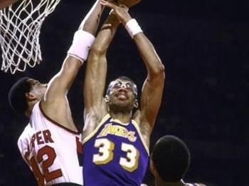 Kareem chegou aos 30 mil pontos em 19/11/83