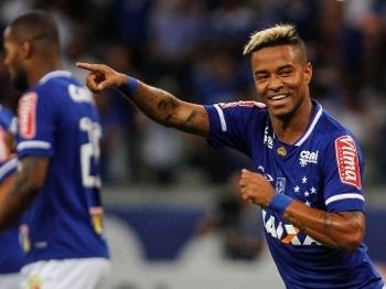 Rafael Silva marcou duas vezes no Mineirão