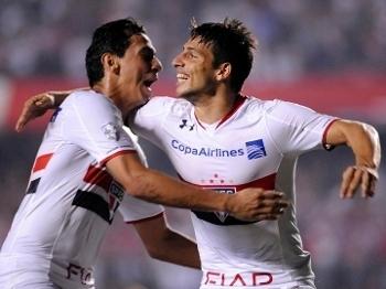 Paulo Henrique Ganso e Jonathan Calleri comemoram gol pelo São Paulo