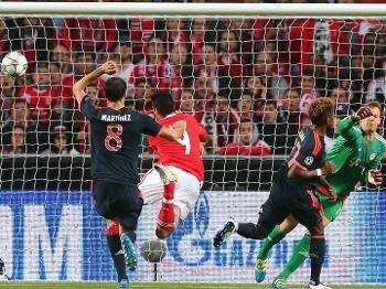 Jiménez aproveitou saída ruim de Neuer para abrir o placar