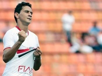 Ganso comemora seu gol no Pacaembu