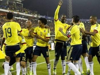 Colombianos comemoram após abrirem o placar contra o Brasil