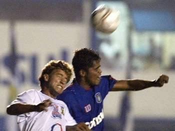 Alex Bruno em ação pelo Santo André em 2004