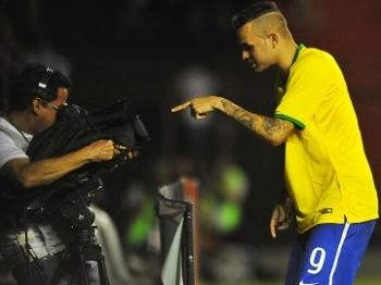 Luan Comemora Gol Seleção Brasileira Brasil Sub-23 Amistoso Estados Unidos 11/11/2015