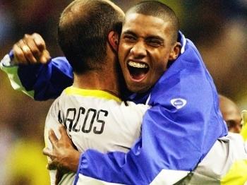 Kleberson Marcos Comemoram Vitoria Brasil Turquia Copa do Mundo 2002 26/06/2002