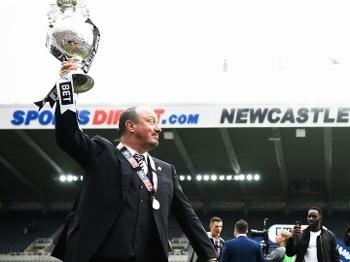 Rafa Benitez, técnico do Newcastle, comandou o clube ao título