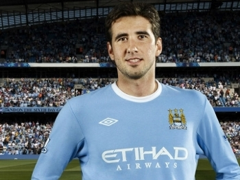 Glauber vestiu o uniforme do Manchester City