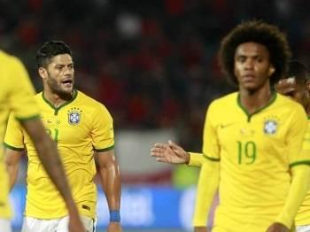 Jogadores do Brasil lamentam após gol do Chile