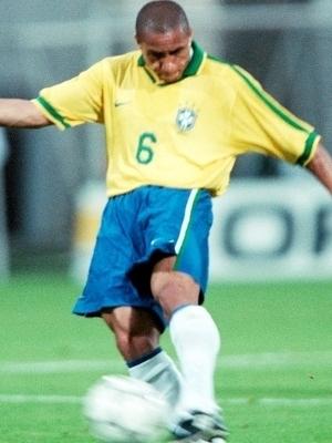 Roberto Carlos Chute Brasil França Torneio da França 03/06/1997