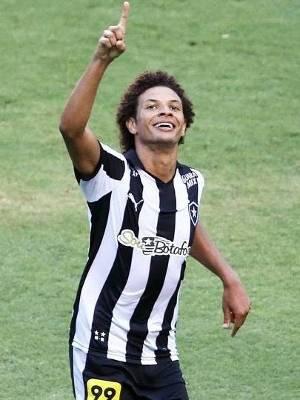 William Arao Comemora Gol Botafogo Bragantino Serie B 17/10/2015