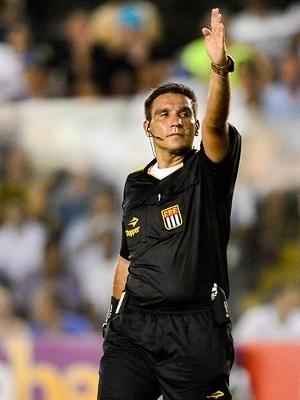 5485a23155 Paulista Leandro Bizzio Marinho será quarto árbitro em Santos x ...