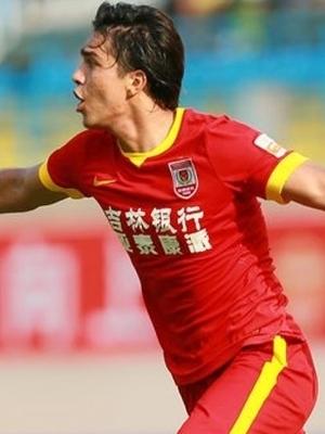 Moreno comemora gol no Yatai