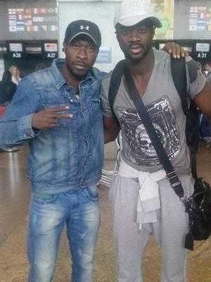 Sanogo e o 'parça' Kolo Touré, em encontro na Copa de 2014
