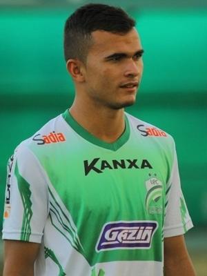 Lucas Fernandes jogou pelo Luverdense